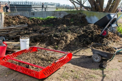 5 reasons to swap your wheelbarrow for a Paddock Blade